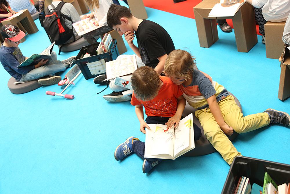 Fête du livre jeunesse : lecture.