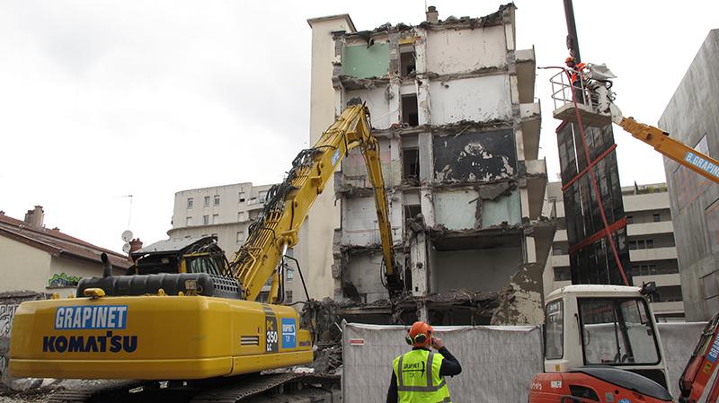 Impressionnante démolition rue Jean Bourgey