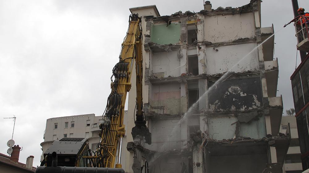 Les ouvriers en pleine démolition