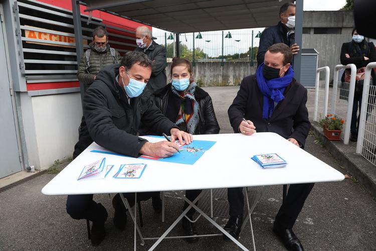 Christophe Robert, directeur de la Fondation, Véronique Gilet, déléguée régionale, et Cédric Van Styvendael, maire de Villeurbanne