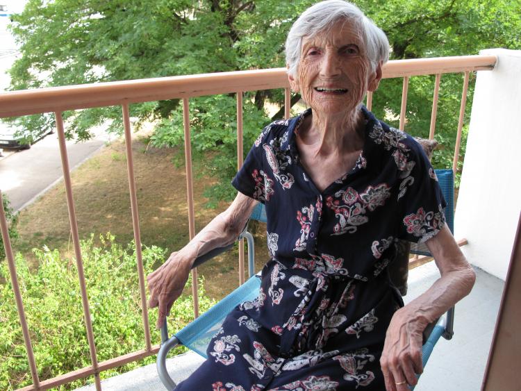 Marie-Louise Ressouche, centenaire, vit aux Buers à Villeurbanne.