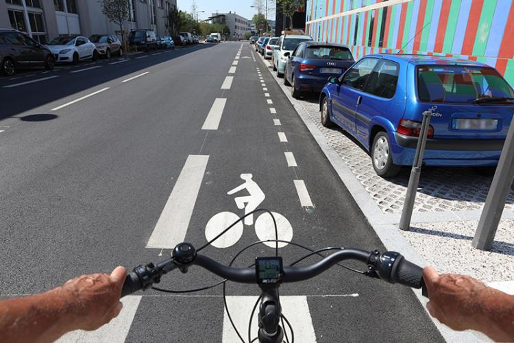 À Villeurbanne, à vélo,  on dépasse les autos ...