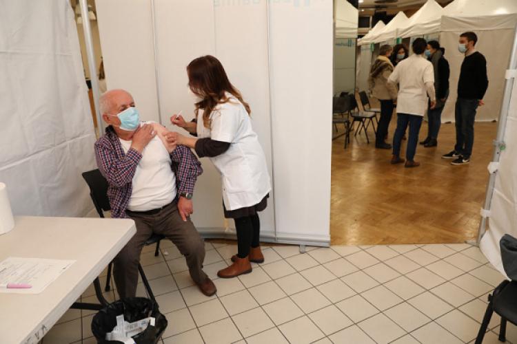Le centre municipal de vaccination de Villeurbanne va déménager au centre nautique Etienne-Gagnaire.