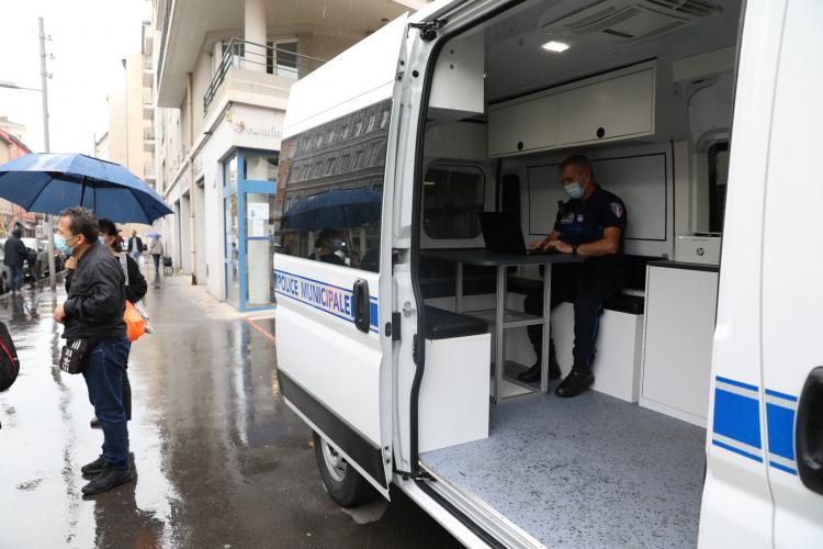 Le nouveau poste mobile de police municipale est déjà en action.