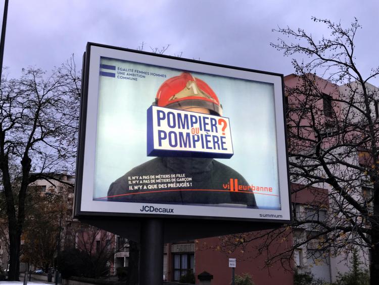 """Une des affiches de la campagne """"Egalité femmes hommes"""" lancée par la ville de Villeurbanne."""