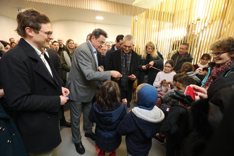 Jean-Paul Bret, maire de Villeurbanne, inaugure le nouveau groupe scolaire Rosa-Parks, le 14 janvier 2020.