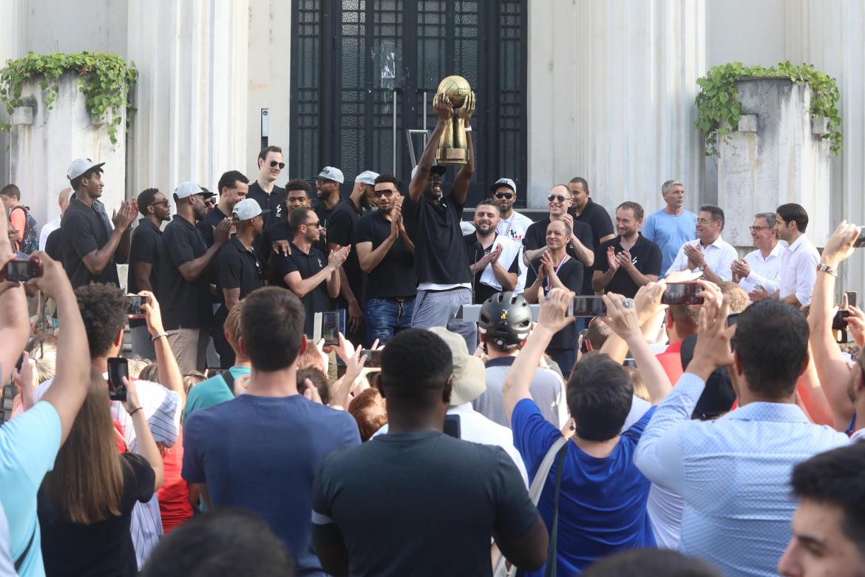 L'Asvel fête sa victoire à l'Hôtel de Ville de Villeurbanne