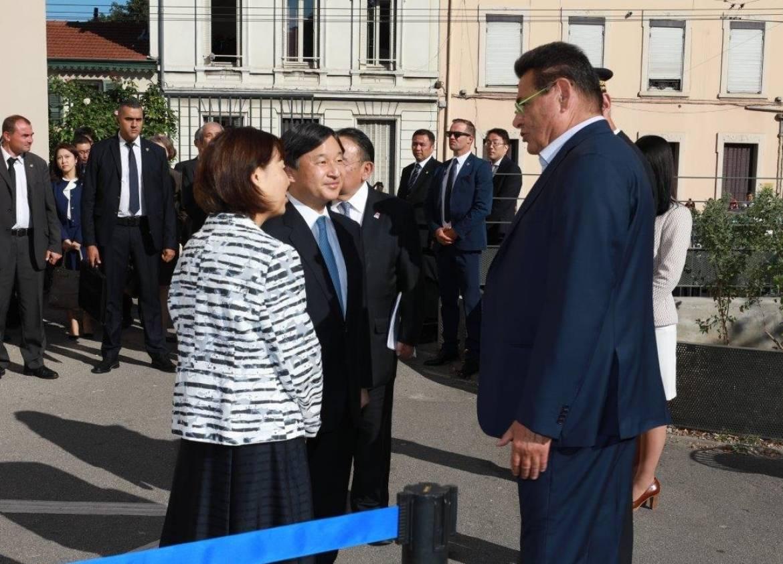 Le maire Jean-Paul Bret accueillant le prince Naruhito et la princesse Masako, le 8 septembre 2018.