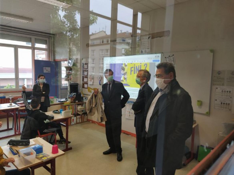 Le maire de Villeurbanne et le recteur d'Académie ont visité les classes réaménagées jeudi 14 mai.