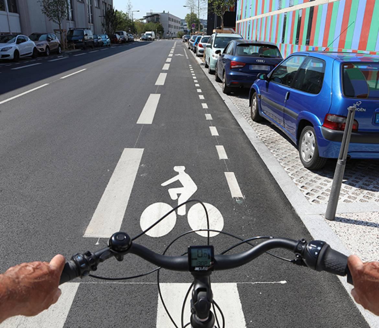 À Villeurbanne, à vélo