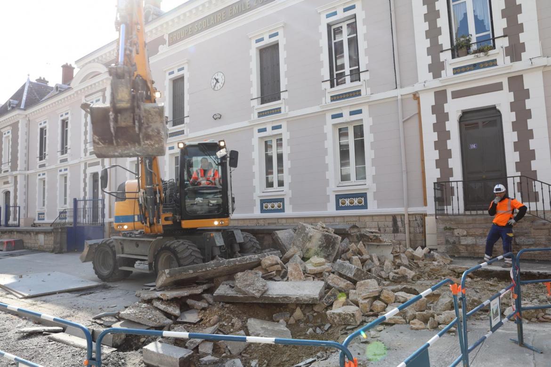 Ecole Emile-Zola : un mur qui tombe, un parvis bientôt réaménagé