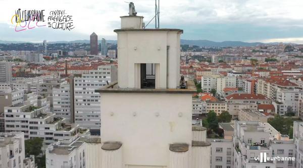 la Ville a invité Quentin Audemard, DJ et étudiant à l'Ecole Nationale de Musique de Villeurbanne, à se produire en haut du beffroi de l'hôtel de ville. Résultat, un clip planant avec vue !