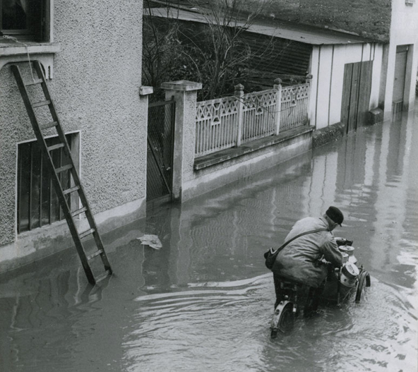 Inondation de Saint-Jean en 1955 ©Marcelle Vallet coll Bib. Mun. Lyon