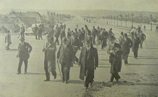En 1938, les députés Brun et Levy, avec les élus du Conseil général visitent le tracé du boulevard de ceinture qui contournera Villeurbanne sur sept kilomètres.