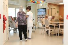 Afin de contrer l'épidémie, des mesures ont été prises pour protéger les plus âgés.